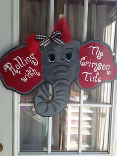 Roll tide on one ear. Alabama Door Hanger, Football Door Hangers, Wooden Door Signs, Wooden Doors, Wood Signs, Painted Signs, Hand Painted, Painted Wood, Painted Boards