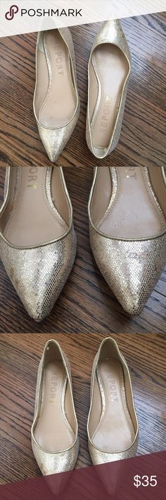 ✨ GOLD textured metallic flats You definitely need a little more sparkle in your life! Such a festive show! Luxe metallic light gold with a pointed toe. A great alternative to heels for a night out! Fits true to size (6.) Worn a handful of times- in excellent condition *also selling a silver pair in my closet* Report Shoes Flats & Loafers