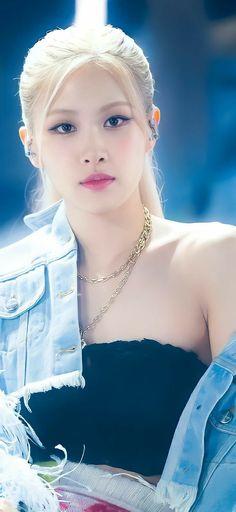 Lisa Blackpink Wallpaper, Rose Wallpaper, Korean Girl, Asian Girl, Adventure Time Girls, Mode Rose, Rose Bonbon, Filipina Beauty, Disney Princess Pictures