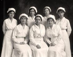 Framed vintage photograph of Emergency Hospital group, circa History Of Nursing, Medical History, Women's History, Vintage Nurse, Vintage Medical, Hospital Group, Nurse Photos, Emergency Hospital, All Nurses