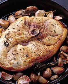 Pork wheel with garlic cloves for 4 people - Elle à Table Recipes - - Grilling Recipes, Pork Recipes, Healthy Recipes, Food N, Food And Drink, Feijoada Recipe, Pork Ham, How To Cook Beef, My Best Recipe