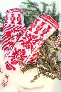 Nordic Yarns and Design since 1928 Nordic Christmas, Christmas Knitting, Christmas Time, Knitting Help, Knitting Charts, Knit Mittens, Mitten Gloves, Christmas Stockings, Things To Come