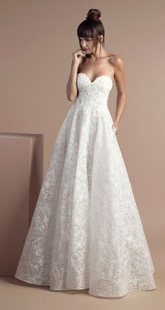Off white fitted lace and tulle dress with V-neckline, featuring silvery appliques and a Court train - Tony Ward Bridal Spring 2018 Collection #weddingdress #weddinggown #wedding #bridedress