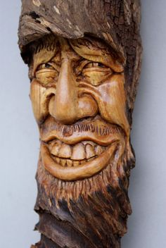 Face Carving in Wood 258 Wood Carving Faces, Tree Carving, Wood Carving Art, Wood Art, Wood Carvings, Tree Faces, Wood Burning Patterns, Wood Creations, Green Man