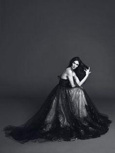 Paz Vega in Valentino Haute Couture, Madame Figaró Black Wedding Gowns, White Editorial, Valentino, Celebrity Photography, Vegas Style, Fancy Pants, White Fashion, Fashion Photo, Glamour