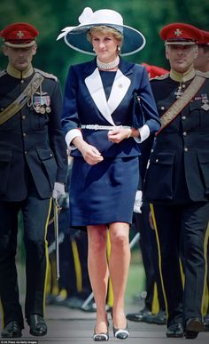 Germany 1995 - Regal in blue: Diana in a Catherine Walker suit and Philip Somerville hat during a 1995 visit to the Light Dragoon Guards in Germany Princess Diana Photos, Princess Diana Fashion, Princess Diana Family, Royal Princess, Princess Of Wales, Lady Diana Spencer, Royal Fashion, Look Fashion, Catherine Walker