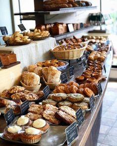 A simple recipe for fabulous homemade Ciabatta Bread. Bakery Decor, Bakery Interior, Bakery Cafe, Interior Design, Design Design, Bread Display, Pastry Display, Bakery Shop Design, Bread Shop