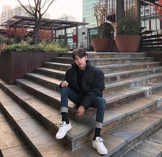 Korean Boys Ulzzang, Ulzzang Boy, Korean Fashion Men, Mens Fashion, Asian Haircut, Senior Boy Photography, Best Photo Poses, Korea Boy, Basic Outfits