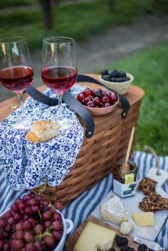 Cute Summer Wine Tasting Picnic Basket
