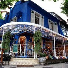 Depuis 13 ans les files d'attente se forment au porte du Zaza Bistro dans un lieu charmant à Ipanema. Coqueluche des guides nationaux et internationaux, le Zaza fut le premier restaurant à offrir et présenter une cuisine contemporaine à Rio de Janeiro.