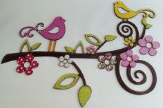 Lindo recorte em mdf de galho e pássaros, trabalhados com pintura envelhecida e forração com tecido 100% algodão. Possui aplicação de chatons nos pássaros. Ideal para decorar paredes e deixar o ambiente bonito e aconchegante.