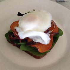 Ashy Bines - Roasted sweet potato, fresh organic spinach, organic poached eggs, onion on a DARK live rye bread from mrs Flanerys!!