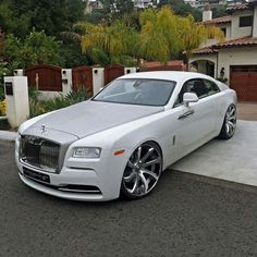 Rolls Royce Wraith Luxury World Cars - Cars of the day, everyday is the car day! Your daily source of luxury cars. You can also visit our Rolls Royce Wraith, Bentley Rolls Royce, Rolls Royce Cars, White Rolls Royce, Bugatti, Voiture Rolls Royce, Dream Cars, Supercars, Automobile