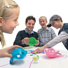 BILIBO GAME BOX, 1 boîte aux 1001 possibilités : ce jeu encourage les enfants dès le plus jeune âge à être inventif et à créer ensemble leurs propres règles de jeu. Chaque élément, utilisé ensemble ou séparément, constitue un point de départ pour de nombreuses possibilités de jeu.