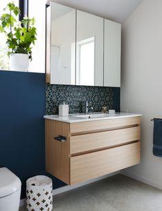 100 Inspired Bathroom Storage Units for Modern Minimalist Bathroom Small Bathroom Shelves, Bathroom Storage Units, Bathroom Shelf Decor, Bathroom Mirror Cabinet, Mirror Cabinets, Diy Cabinets, Bathroom Furniture, Bathroom Cabinets, Bathroom Vanities