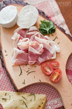 Italian appetizer (mozzarella di bufala, prosciutto and bread focaccia with rosemary) I