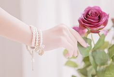 Find images and videos about beautiful, kfashion and purple rose on We Heart It - the app to get lost in what you love. Beautiful Hands, Beautiful Flowers, Roses For Her, Girly Dp, Dps For Girls, Profile Picture For Girls, Flower Phone Wallpaper, Holding Flowers, Girls Hand