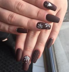 Because the winter has not passed yet, and it will snowing a lot these days decoration of your nails with snow flakes is still desirable.