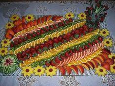24 ideas fruit platter designs presentation edible arrangements for 2020 Fruit Centerpieces, Fruit Decorations, Edible Arrangements, Veggie Platters, Food Platters, Fruit Platter Designs, Fruit Buffet, Fruit Trays, Fruit Creations