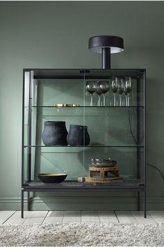 Ellos Kaappi Classico - Musta - Kaapit - Ellos.fi Buffet Cabinet, Drinks Cabinet, Cabinet Furniture, Modern Home Furniture, Metal Furniture, Furniture Design, Kirkland Home Decor, Interior Design Inspiration, Credenza