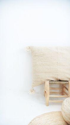 Giant Moroccan POM POM pillow cover wool natural por lacasadecoto
