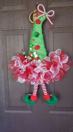 Budget Friendly Christmas Decorations - Hike n Dip Easy Christmas Decorations, Christmas Mesh Wreaths, Christmas Hat, Christmas Centerpieces, Simple Christmas, Christmas Ornaments, Santa Wreath, Wreath Crafts, Holiday Crafts