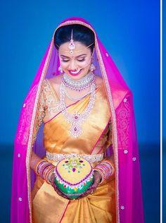 Telugu bride in her Bridal jwelery Indian Bridal Sarees, Indian Bridal Outfits, Indian Bridal Makeup, Indian Bridal Wear, Indian Dresses, Bridal Dresses, Indian Clothes, Telugu Brides, Telugu Wedding
