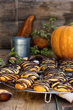 Receta de Cookies de calabaza con chocolate! Cookies Receta, Brownie Cookies, Croissants, Pumpkin Recipes, Cookie Recipes, Muffins, Incredible Edibles, Cupcakes, Sweets Cake