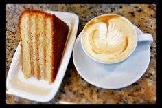 Disfruta un dulce momento  con la combinación ideal  #CakeDulceDeLeche y #Capuccino. Visítanos en el C.C. Metrocenter pasaje colonial. #AromaDiCaffé #SaboresAroma #MomentosAroma #Coffee #CoffeeMoments #CoffeeTime #CoffeeLovers
