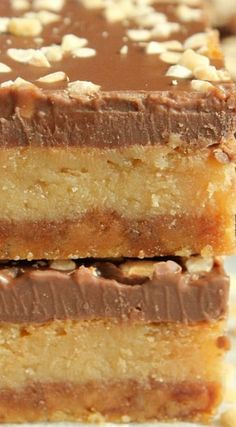 It's impossible to beat the sweet and salty flavour combination in our easy Peanut Butter Salted Caramel Slice! Caramel Deserts, Salted Caramel Slice, Peanut Butter Slice, Peanut Butter Recipes, Australian Recipes, Australian Food, No Bake Desserts, Delicious Desserts, Yummy Food