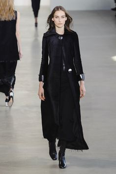 Calvin Klein Fall 2015 Ready-to-Wear Collection - ELLE.com