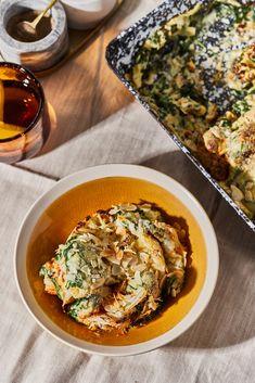 A margarin besamelhez is perfektül passzol, és fogadjunk, ennyire zöld karfiolt talán még sosem ettetek. Turbózni kis sonkával, kolbásszal ér, de anélkül is király kaja. Superfood, Tofu, Curry, Ethnic Recipes, Kitchen, Curries, Cooking, Kitchens, Cuisine