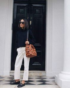 Bag obsession by deborabrosa Classic Wardrobe, Classic Outfits, Outfits Otoño, Fashion Outfits, Winter Mode, Effortless Chic, Fashion Mode, Mode Inspiration, White Pants