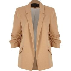 River Island Camel ruched sleeve blazer (€92) ❤ liked on Polyvore featuring outerwear, jackets, blazers, casacos, coats & jackets, coats / jackets, women, blazer jacket, camel jacket and 3/4 sleeve jacket