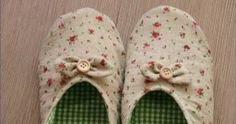 Blog de moldes com tema artesanato! Faça vc mesmo! Moldes e paps grátis pra vc Ballerina Slippers, Baby Shoes, Sewing, Pattern, Blog, Kids, Clothes, Fashion, Doll Shoes