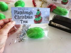 DIY Chistmas Tree Playdough Gift Bags with free printable labels. A fun little gift to make for classmates, students etc. that gives them some creative sensory play and practices their fine motor skills at the same time. (from Learn with Play at Home)