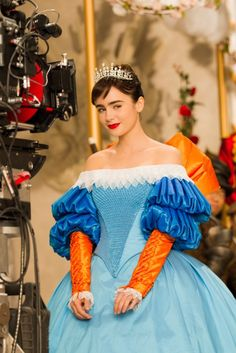 "Costume designer Eiko Ishioka created the most amazing fantasy gowns for the Snow White movie spinoff ""Mirror Mirror"". Crazy Costumes, Theatre Costumes, Movie Costumes, Amazing Costumes, Halloween Costumes, Lily Collins Snow White, Snow White Movie, Eiko Ishioka, Fantasy Gowns"