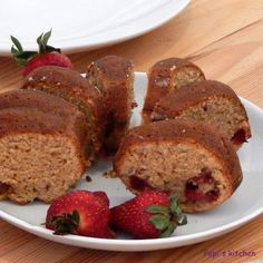Κέικ με sour cream και φράουλες http://www.pepiskitchen.blogspot.gr/2013/04/blog-post_15.html#more