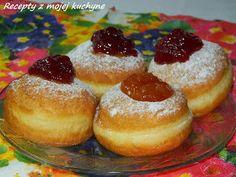 Šišky sú síce typické fašiangové jedlo, ale ja ich robievam aj hocikedy cez rok. Šišky zvyčajne neplním džemom, ale radšej ho dám navrch. ... Donuts, Doughnut, Cheesecake, Food And Drink, Pudding, Ale, Animals, Basket, Fritters