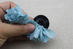 flores-para-el-cabello-con-tela-y-botones-4