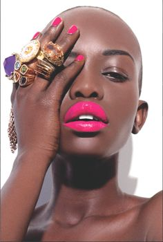 70 Ideas for makeup looks dark skin pink lips Cool Winter, Moda Afro, Beauty Makeup, Hair Beauty, Skin Makeup, Looks Dark, Dark Nails, Bold Lips, Fuchsia