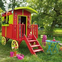 My kid could have her own little gypsy caravan playhouse! Don't think it's big enough for a gypsy wedding dress. My kid could have her own little gypsy caravan playhouse! Don't think it's big enough for a gypsy wedding dress. Build A Playhouse, Playhouse Outdoor, Wooden Playhouse, Boys Playhouse, Playhouse Ideas, Gypsy Caravan, Gypsy Wagon, Cubby Houses, Play Houses