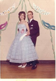 Vintage Prom, Vintage Mode, Vintage Vibes, Vintage Style, Prom Photos, Prom Pictures, Prom Images, Vintage Outfits, Vintage Dresses