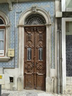 Door in Caldas da Rainha / Portugal Portal, Portuguese, Windows, Front Doors, Arches, World, Gates, Spain, Photography