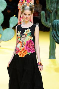 Japanese designer Tokuko Maeda's Spring/Summer 2012 collection was beautiful! Inspired by traditional folk art and textiles from Mexico. The clothes showcased all of the rich textures and colors that come from Mexican clothing but still incorporated typical Japanese silhouettes.
