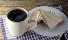 Masa do wafli. Jak urozmaicić smak andrutów? Skorzystaj z prostych przepisów - WP Kobieta Waffles, Bread, Breakfast, Tableware, Pastel, Food, Morning Coffee, Dinnerware, Cake
