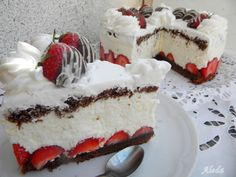 Find images and videos about white, red and cake on We Heart It - the app to get lost in what you love. Cupcake Cakes, Cupcakes, Amazing Cakes, Cheesecake, Strawberry, Sugar, Recipes, Food, Cheesecakes