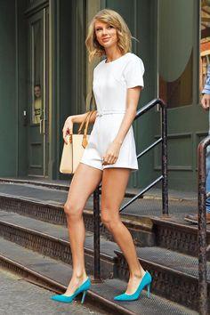 white short jumpsuit / mono blanco corto. Taylor Swift, lady