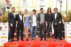 Foto:Pipo Fernández Estreno en el cine Albéniz de VIRAL.  PABLO y el resto de sus compañeros ,posando para el festival, a la llegada al Teatro Cervantes. (18:50 horas, 24 de abril de 2013)