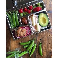 All kinds of green!  Pic: @thenaturalnurturer  #planetbox #lunchbox #teamplanetbox #planetboxlunch #lunchboxlove #schoollunch #healthykids #school #food #kids #kidslunch #lunch #lunchinspo #instafood #nomnom #bento #lunchboxideas #packedlunch #healthy #cl